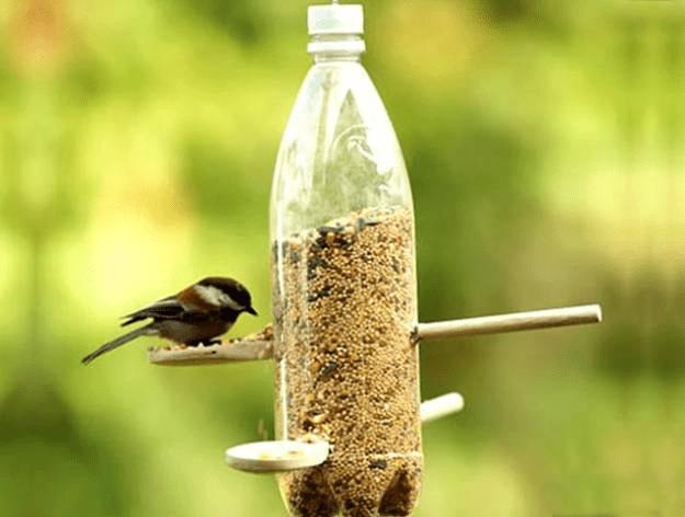 Jak vyrobit krmítko pro ptáky z PET lahve
